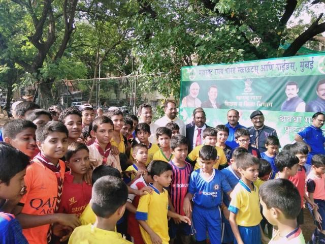 Shri Vinod Tawde visits pavillion 4