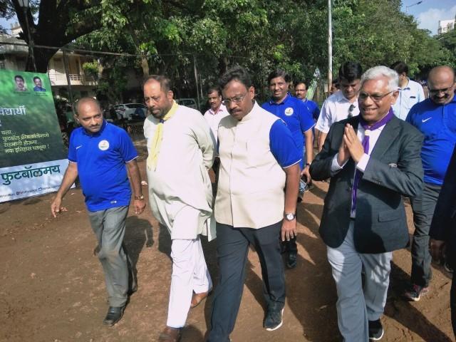 Shri Vinod Tawde visits pavillion 9